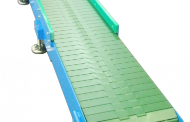 Conveyor with plastic top chains