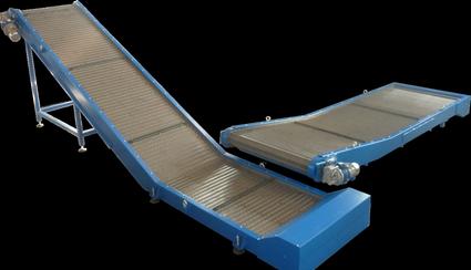 Trasportatore con tappeto metallico