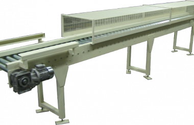 Roller conveyor with protection