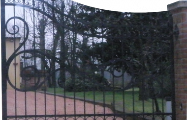 Gate with casements