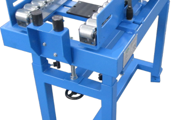 Gravity roller conveyors with rater