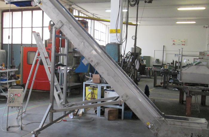 Three floors conveyor